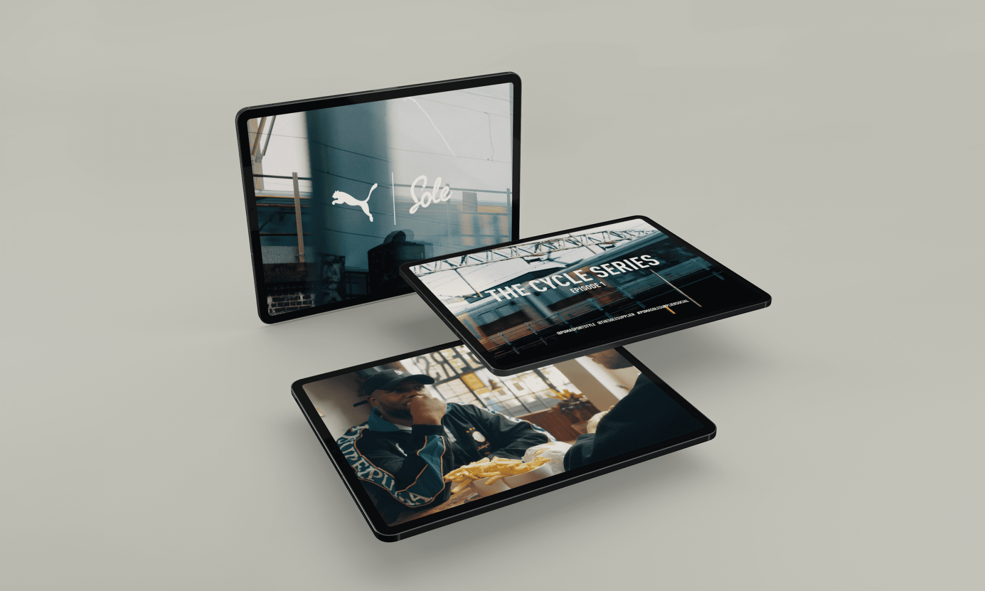 mockup-of-multiple-ipads-magically-floating-in-a-plain-backdrop